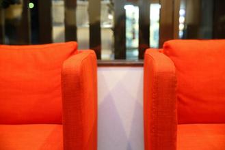 待合室の椅子がシングルである理由